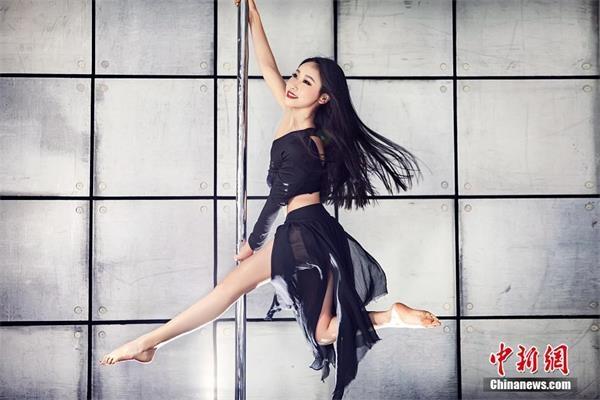 中国钢管舞美女大赛 中国钢管舞美女大赛 性感美腿身材火辣引网友喷鼻血