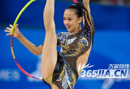 韩国最美小萝莉_韩国最美啦啦队长球场热舞 超短裙扭动性感舞姿